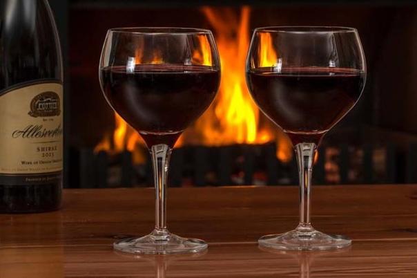 как долго можно хранить открытое вино каждый вид вина имеет свой срок жизни, после которого оно становится непригодным для употребления. ведь как только к напитку поступает кислород, он начинает