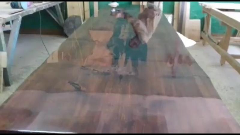 Стол из слэба с эпоксидной смолой стол река
