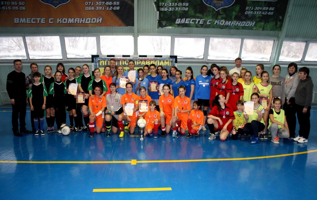 Прошли соревнования по женскому футболу среди команд районов города Донецка
