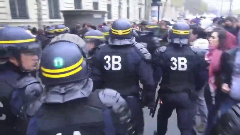 La démocratie version française ou la démocratie en France