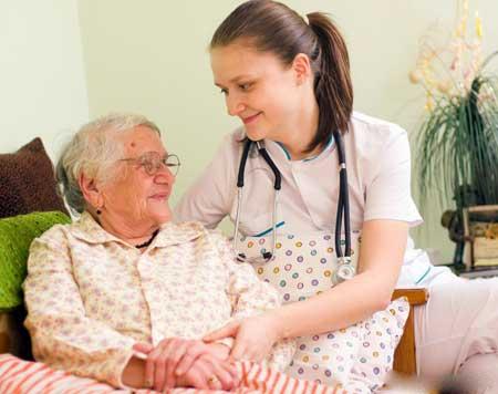 Домашние медицинские компании могут требовать от сотрудников носить фирменные скрабы или другую форму.