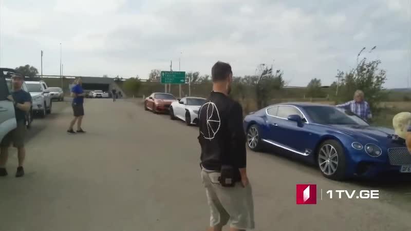 Кларксон ездит на Bentley c гипсовой головой Сталина видео с