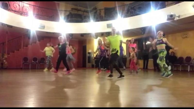 Групповой урок Zumba. Школа танцев Jenavi CLUB