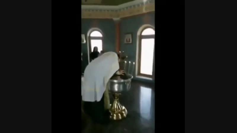 Ессентуки. Священник ударил девочку головой о купель во время крещения. / Наша группа в ВК: Горячий Ключ 24.