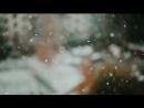 Красиво падающий осенний снег из окна типовой девятиэтажной многоэтажки спального района...