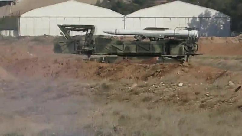 Premières images de la base aérienne de Mezzeh après avoir défendu contre les frappes aériennes menées par les États-Unis
