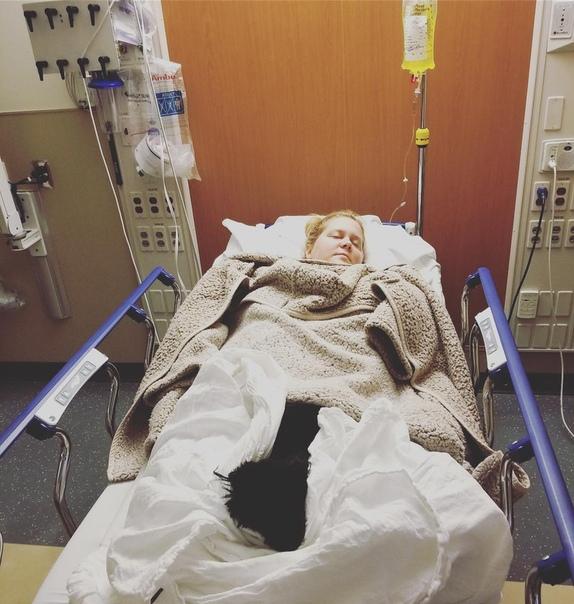 Беременную Эми Шумер госпитализировали из-за токсикоза Эми Шумер, которая сейчас беременна первенцем, тяжело переносит свое положение. Актрисе пришлось отменить выступления из-за сильного