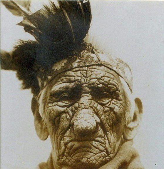 Этот Индеец жил в 3х разных веках  </p><p><div id=