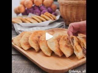 Чебуреки (ингредиенты указаны под видео)