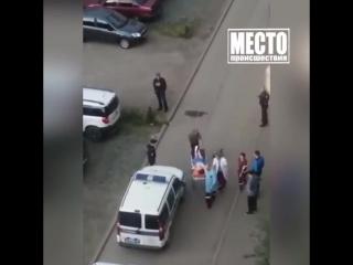 На Комсомольской девушка отрезала себе палец и обнажилась на улице