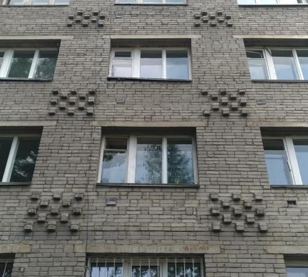 В Усть-Илимске с 5 этажа спрыгнула 31-летняя женщина