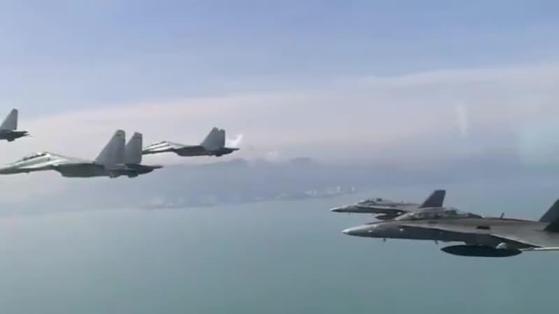 Су 30МКМ и McDonnell Douglas F A 18D Hornet Королевских ВВС Малайзии