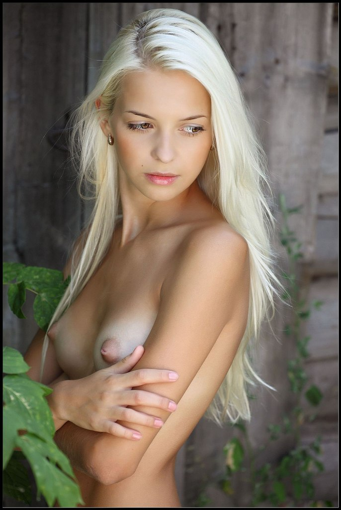 Nude pictures of daisy duke