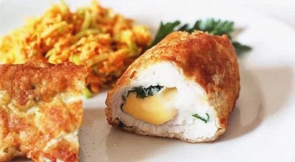 куриная грудка, фаршированная сыром и запечённая в духовке куриную грудку можно приготовить способом, который сохранит всю сочность, вкус и аромат этого мяса. в этом рецепте курятина по сути фаршируется сыром и запекается в духовкекуриная грудка
