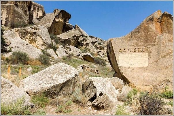 О ЧЁМ МОЛЧАТ ПЛЯШУЩИЕ АЗЕРБАЙДЖАНСКИЕ ЧЕЛОВЕЧКИ Расшифровывать знаки прошлого – задача не из лёгких. Так, над тайной наскальной живописи Гобустана (Азербайджан) археологи бьются уже не один