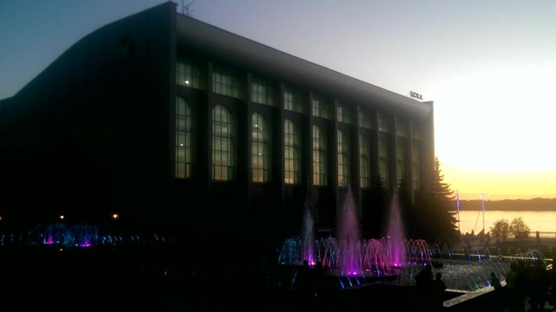 Поющий фонтан на набережной Волги в Самаре