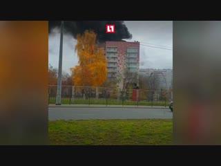 Двое на крыше в дыму в Казани