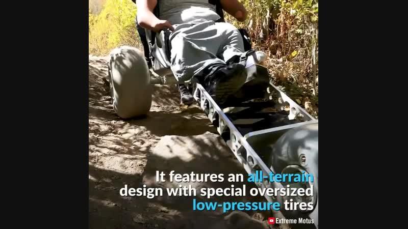 Эта инновационная наружная инвалидная коляска обеспечивает большую мобильность людям с ограниченными физическими возможностями