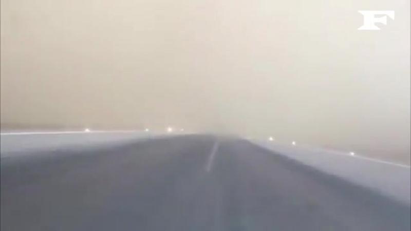 Посадка самолёта во время песчаной бури в городе Джизан, Саудовская Аравия. Апрель 2018 года.