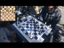 Блогер Крис Рамсэй играет с уличным шахматистом в Нью-Йорке