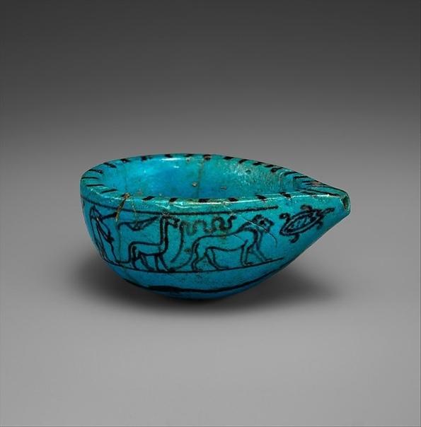 Египетский синий Египетский синий — двойной силикат меди и кальция, получаемый прокаливанием смеси кварцевого песка с медной рудой. Был, вероятно, первым синтетическим пигментом; египтяне знали