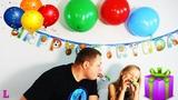 Лиза готовит сюрприз на день рождения папы и дарит подарокLisa is preparing a birthday for Dad