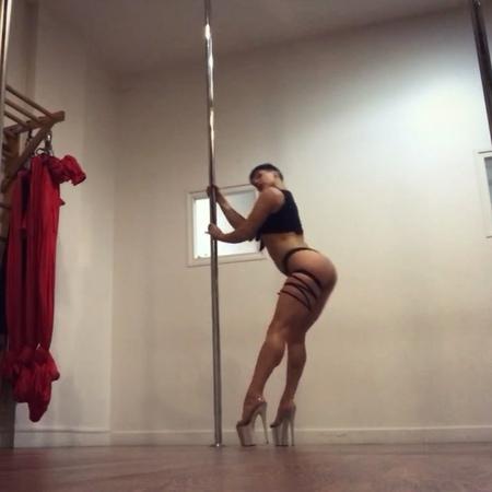 """Doris Arnold on Instagram: """"Nos rdv de la semaine : -%3E ce samedi 13 retrouvez mon cours Pole Like A Stripper a 15h , avec cette choré super stripp..."""