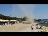 Песчаный смерч на пляже в Геленджике