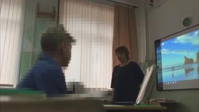 «Что ты рыдаешь-то? Ты приемная что ли?»: учительница в Холмске на Сахалине унизила перед всем классом девоч...