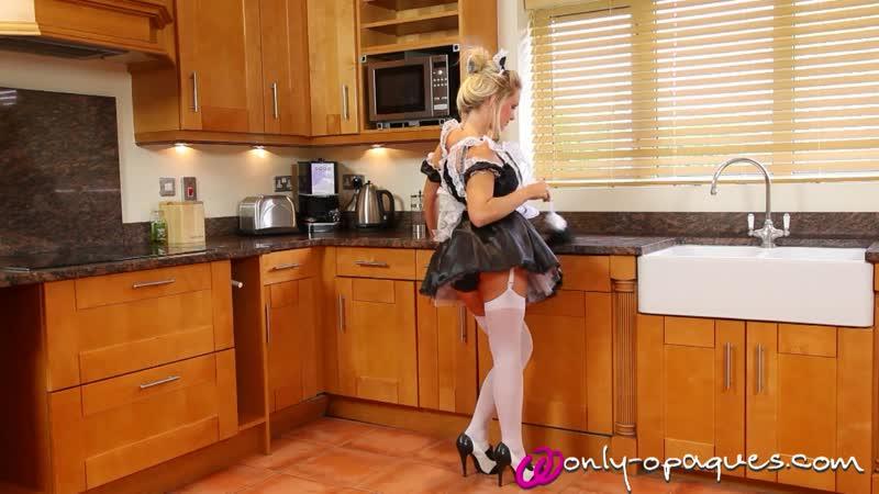 Shelly Roberts Сексуальная горничная устроила уборку на кухне