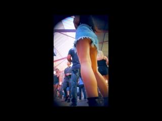 Leggy teens upskirted in short skirts | candid , под юбкой