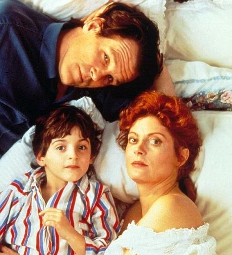 Масло Лоренцо (Lorenzos Oil, 1992) Сюжет фильма основан на реальной истории, произошедшей в середине 1980-х годов в США. До 6 лет Лоренцо Одоне рос нормальным мальчиком. Но затем с ним начали