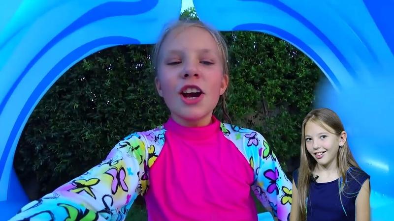 Николь и Алиса сами НАДУЛИ Гигантскую ГОРКУ ! Giant Inflatable TOYS