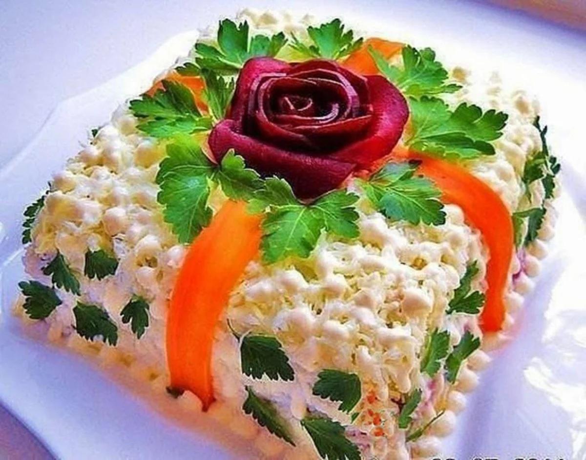 Самые вкусные праздничные салаты: подборка рецептов на праздничный стол