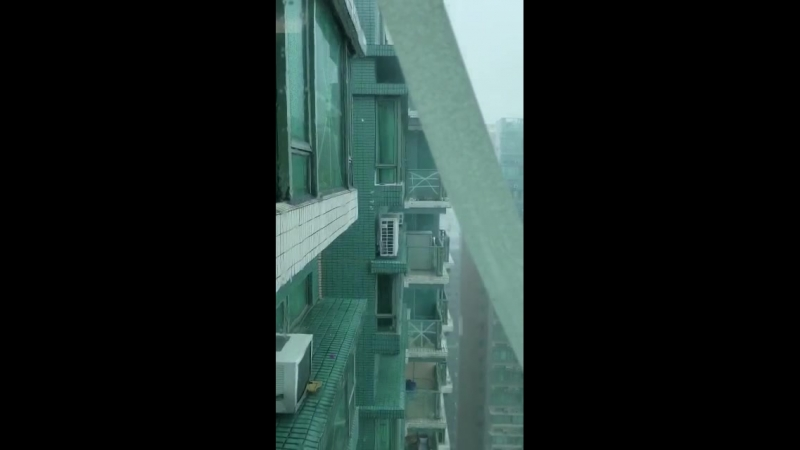 Тайфун Мангхут Дом шатается