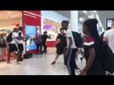 Массовая драка рэперов в аэропорту Парижа. Kaaris VS Booba