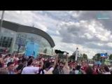 Болельщики Ирана устроили музыкальный праздник у стадиона на Крестовском острове