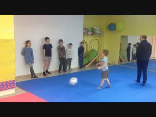 Акробатика в парк-школе Яблоко