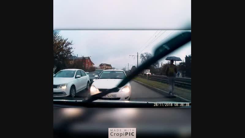 Принципиальный водитель круто проучил наглеца, выехавшего на встречку