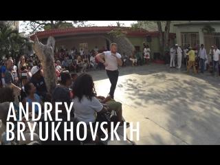 Андрей брюховских танцует румбу колумбию в conjunto folklorico nacional de cuba