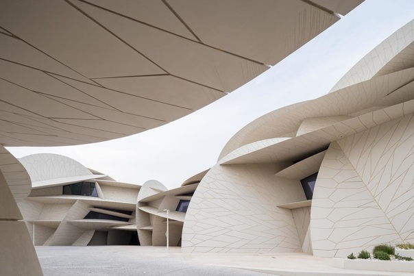 Музей в Катаре по проекту Жана Нувеля Один из самых ожидаемых проектов года наконец-то завершен. Национальный музей Катара в Дохе, который называют «розой пустыни», открылся для