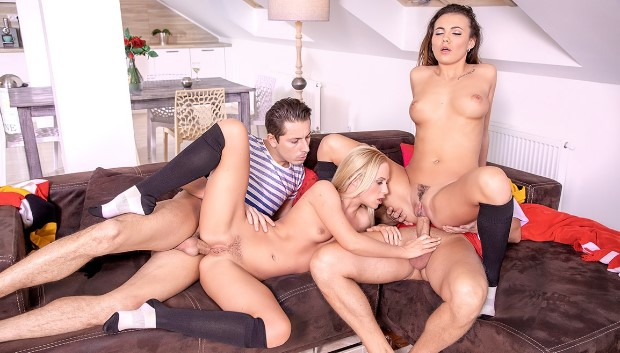 WOW Vanessa Decker and Vinna Reed, prefer an anal orgy # 1