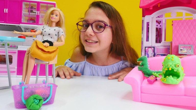 Barbie'nin 3 aylık marulu canavara dönüşüyor. Kız oyunları