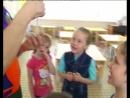 Сантехник показывает фокусы детям