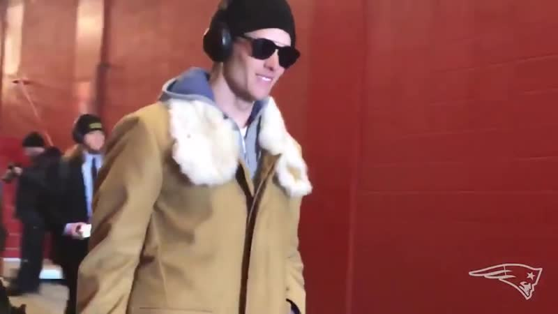 Tom Brady looks like a single, divorced mother who just won full custody of her kids and is leaving the courtroom.