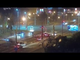 Брест: в результате «форсажа» водитель «Лексуса» повис на разделительном ограждении