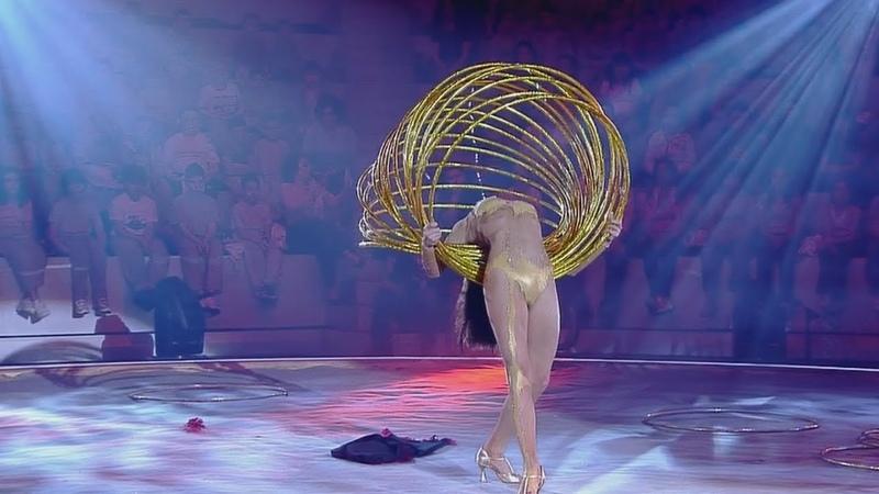 Circus The gymnast with hoops   Цирк Гимнастка с обручами