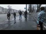 В Челябинске водители маршруток не поделили дорогу, из-за чего устроили драку вместе с пассажирами прямо на остановке