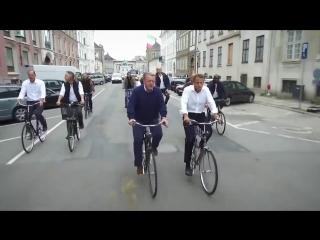 Премьер-министр Дании показывает президенту Франции Макрону Копенгаген. Просто т
