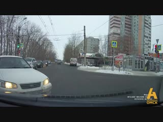 Тойота на перекрестке омск